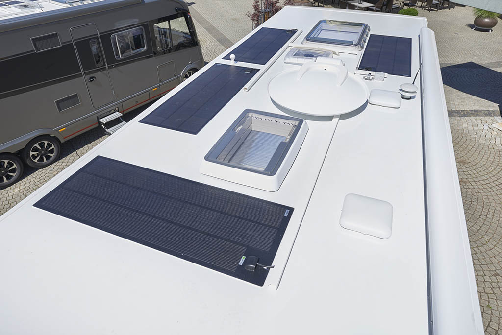 NIESMANN+BISCHOFF - Flair 920 LW - 4 Solar panels on the roof - Part of the Lithium-Energie-Package