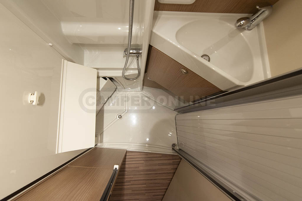 22-MALIBU-640-CHARMING-COUPE-FIRST-CLASS-TWO-ROOMS