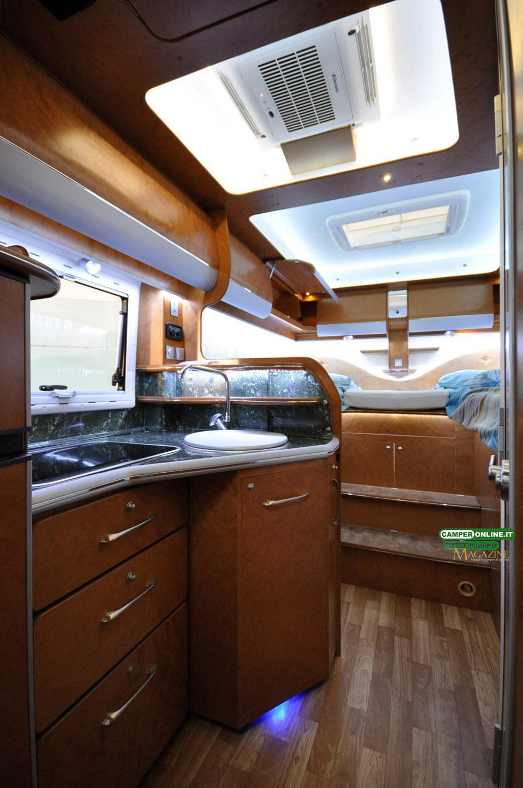 Caravan-Salon-2103-Silverdream-011