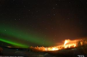La magia di luci dell'aurora boreale