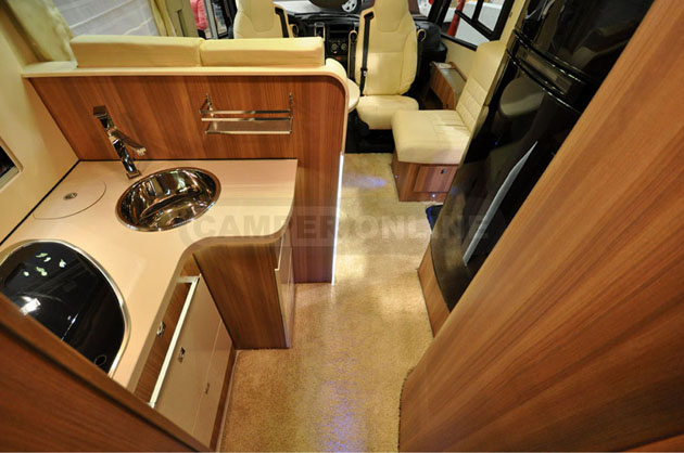 Caravan-Salon-2014-Challenger-039