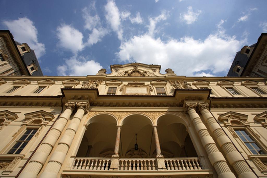 Castello-del-Valentino-001